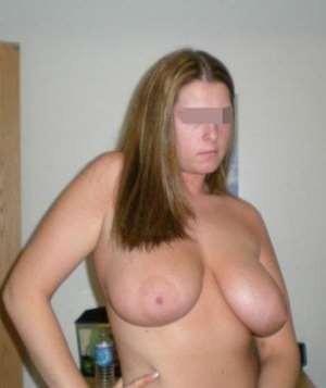 Belle femme désire rencontrer un mec branché sexe à Courbevoie