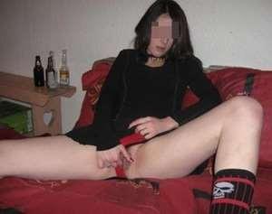 Charmante jeune femme aimerait se trouver un mec branché sexe sur Courbevoie